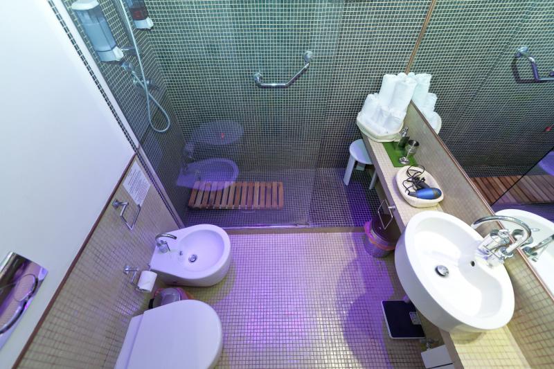 http://www.hotelderoma.it/web/wp-content/uploads/2014/03/Ecolodge28.jpg